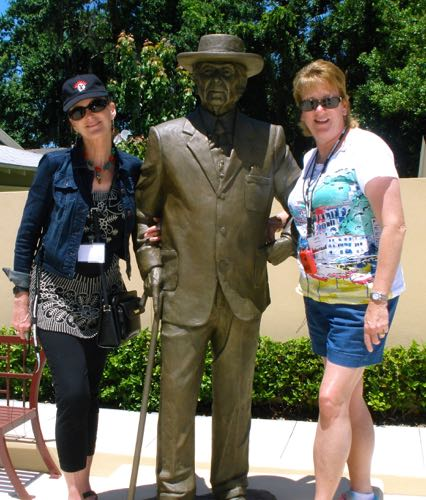 Frank Lloyd Wright Statue
